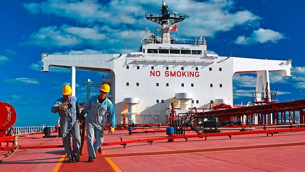 Κώδωνα κινδύνου για τους εγκλωβισμένους ναυτικούς κρούουν Unilever, Procter & Gamble, Carrefour και άλλοι κολοσσοί του λιανεμπορίου