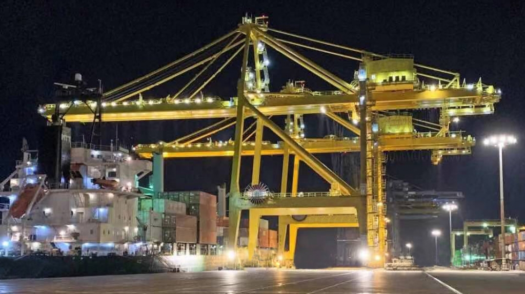 Photo of similar STS Cranes , Source: ThPA S.A.